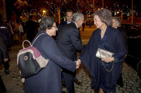 La Reina Sofía saluando a Cristina Antolín.