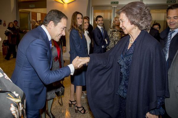 La Reina Sofía saluando a Juan Carlos González, patrono de Fundación Recover.