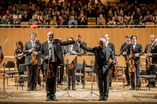 Los Virtuosos de Moscú sobre el escenario.